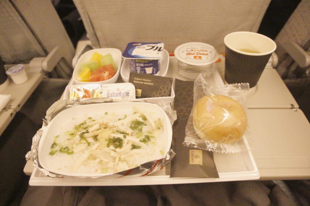 エミレーツ航空の 機内食(朝食・中華鶏粥)