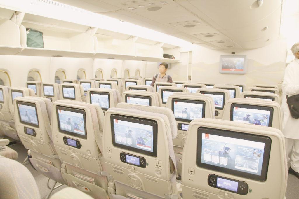 エミレーツ航空の AIRBUS A380-800 JET