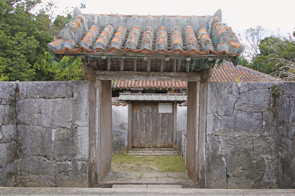 宮良殿内の入り口