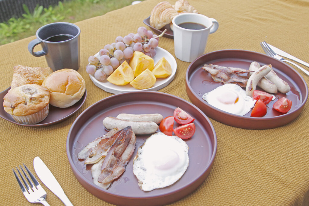 Coffee grains måneの豆で淹れたコーヒーと古志路のソーセージ&ベーコン